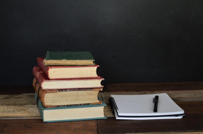 studieboeken en schrift